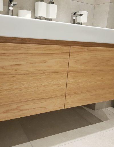 Шкаф за баня, изработен от МДФ фурнир.
