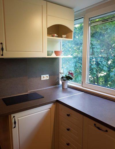 Кухня по поръчка с врати и видими елементи от МДФ мат